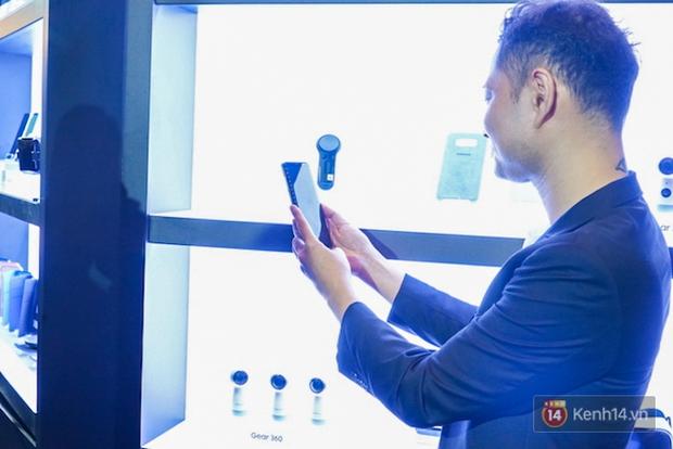 Những khoảnh khắc ấn tượng nhất diễn ra tại sự kiện ra mắt Galaxy S8 ở Việt Nam - Ảnh 11.