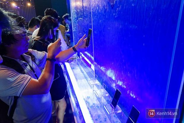 Những khoảnh khắc ấn tượng nhất diễn ra tại sự kiện ra mắt Galaxy S8 ở Việt Nam - Ảnh 7.