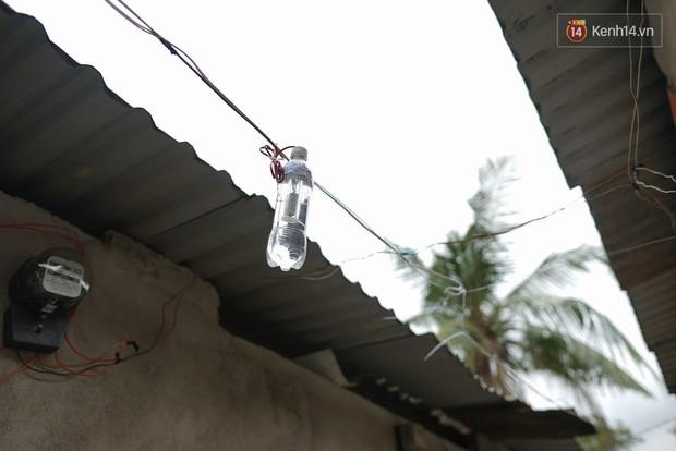 Thầy giáo ở Sài Gòn cùng học sinh biến chai nhựa thành đèn chiếu sáng cho những con hẻm nghèo - Ảnh 11.