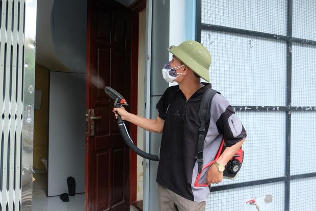 3 bệnh nhân tử vong do sốt xuất huyết, người dân và sinh viên ở Hà Nội cuống cuồng lo chống dịch - Ảnh 1.