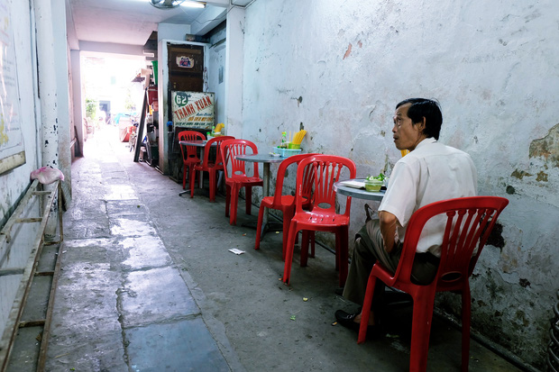Thanh xuân của đời người trôi qua chớp mắt, nhưng thanh xuân của quán hủ tiếu này thì 70 năm vẫn mê hoặc người Sài Gòn - Ảnh 4.