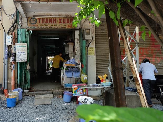 Thanh xuân của đời người trôi qua chớp mắt, nhưng thanh xuân của quán hủ tiếu này thì 70 năm vẫn mê hoặc người Sài Gòn - Ảnh 3.