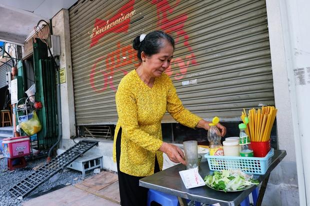 Thanh xuân của đời người trôi qua chớp mắt, nhưng thanh xuân của quán hủ tiếu này thì 70 năm vẫn mê hoặc người Sài Gòn - Ảnh 9.
