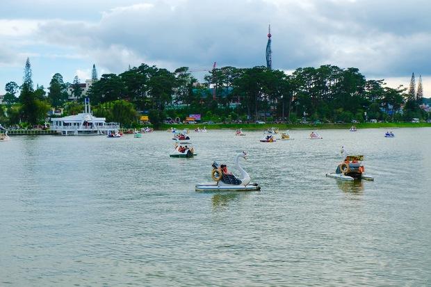 Đà Lạt: Quảng trường Lâm Viên tấp nập du khách dịp nghỉ lễ Quốc khánh - Ảnh 11.