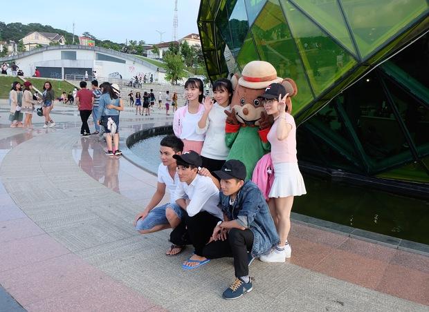 Đà Lạt: Quảng trường Lâm Viên tấp nập du khách dịp nghỉ lễ Quốc khánh - Ảnh 7.