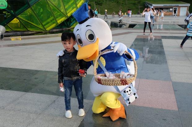 Đà Lạt: Quảng trường Lâm Viên tấp nập du khách dịp nghỉ lễ Quốc khánh - Ảnh 10.