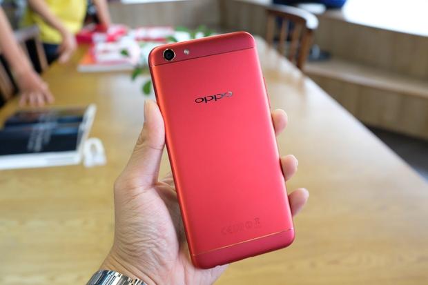 Trên tay OPPO F3 phiên bản Đỏ Đam Mê: màu sắc mới nổi bật, cấu hình và giá không đổi - Ảnh 16.