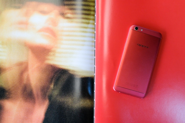 Trên tay OPPO F3 phiên bản Đỏ Đam Mê: màu sắc mới nổi bật, cấu hình và giá không đổi - Ảnh 6.