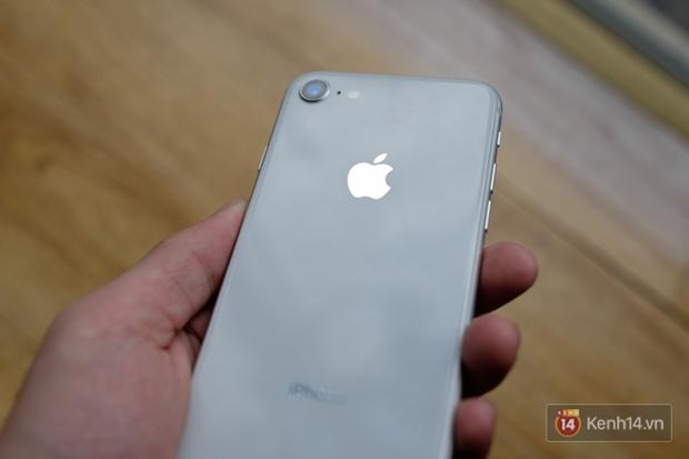 NÓNG: Cận cảnh iPhone 8 đầu tiên tại Việt Nam, giá 20 triệu đồng - Ảnh 15.