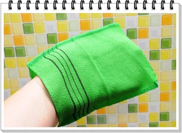 Hóa ra bí kíp dưỡng da của toàn Đại Hàn Dân Quốc lại gói gọn trong cái bao tay chưa đến 1 USD - Ảnh 2.