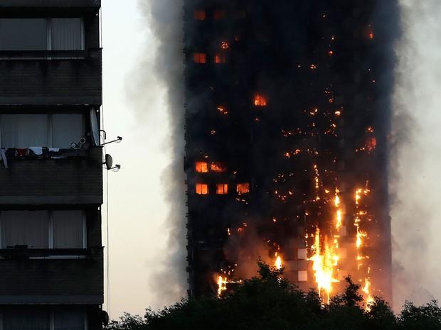 Vụ cháy tòa tháp kinh hoàng ở Anh: Cả gia đình thiệt mạng, bé 6 tháng tuổi được tìm thấy tử vong trong vòng tay mẹ - Ảnh 3.