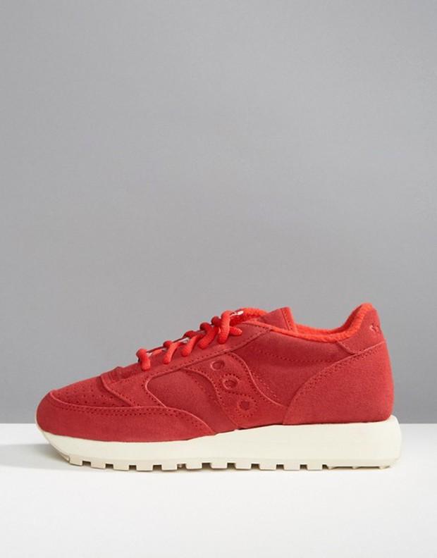 Tết phải sắm ngay vài đôi giày đỏ như thế này mới chất - Ảnh 3.