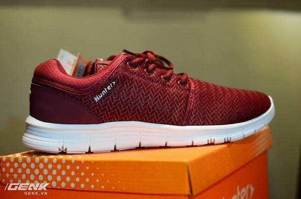 Tết phải sắm ngay vài đôi giày đỏ như thế này mới chất - Ảnh 7.