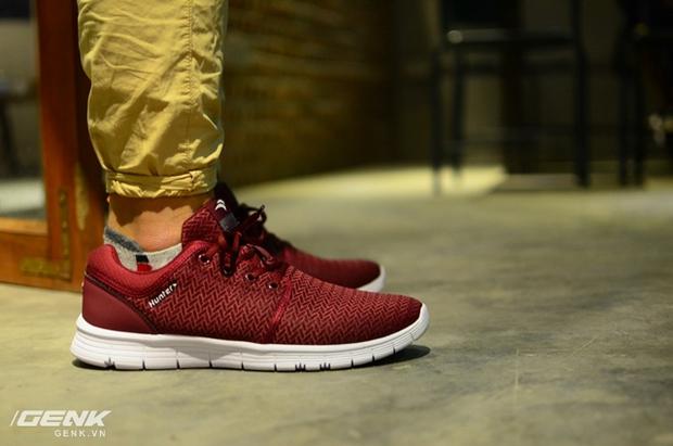 Tết phải sắm ngay vài đôi giày đỏ như thế này mới chất - Ảnh 8.