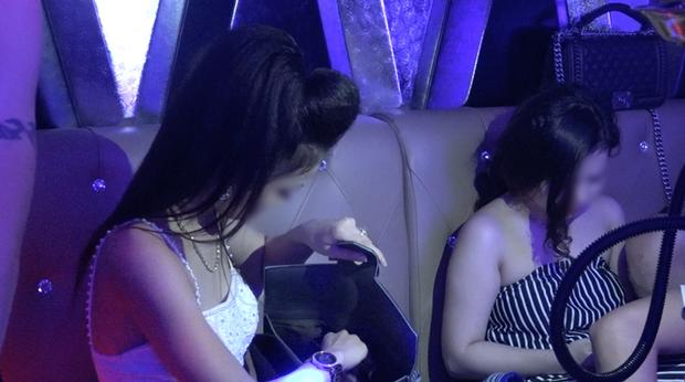 Vụ hàng chục cô gái dự tiệc ma túy thác loạn trong nhà hàng karaoke ở Sài Gòn: 82 người có kết quả dương tính - Ảnh 3.