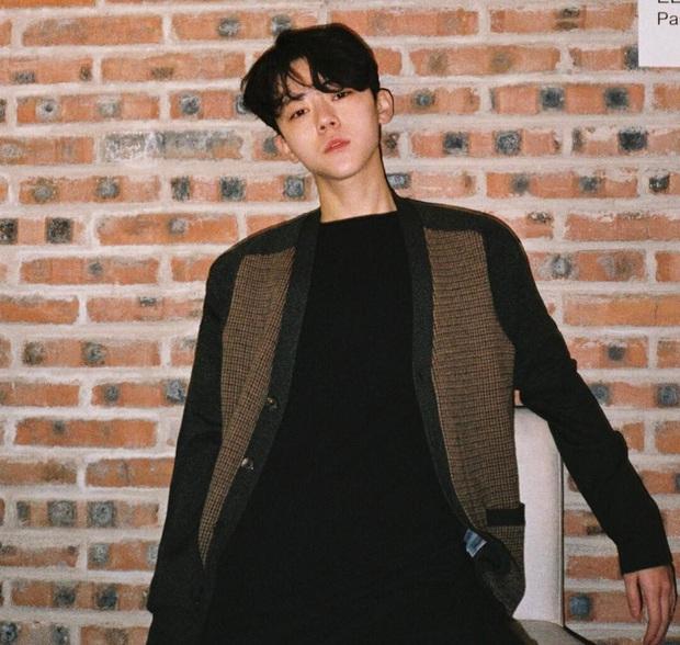 Bán quần áo online thôi mà, có cần đẹp trai thế không anh gì đến từ Trung Quốc ơi?