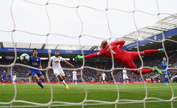 Tottenham vấp ngã trong cuộc đua vô địch vì thủ thành West Ham - Ảnh 2.