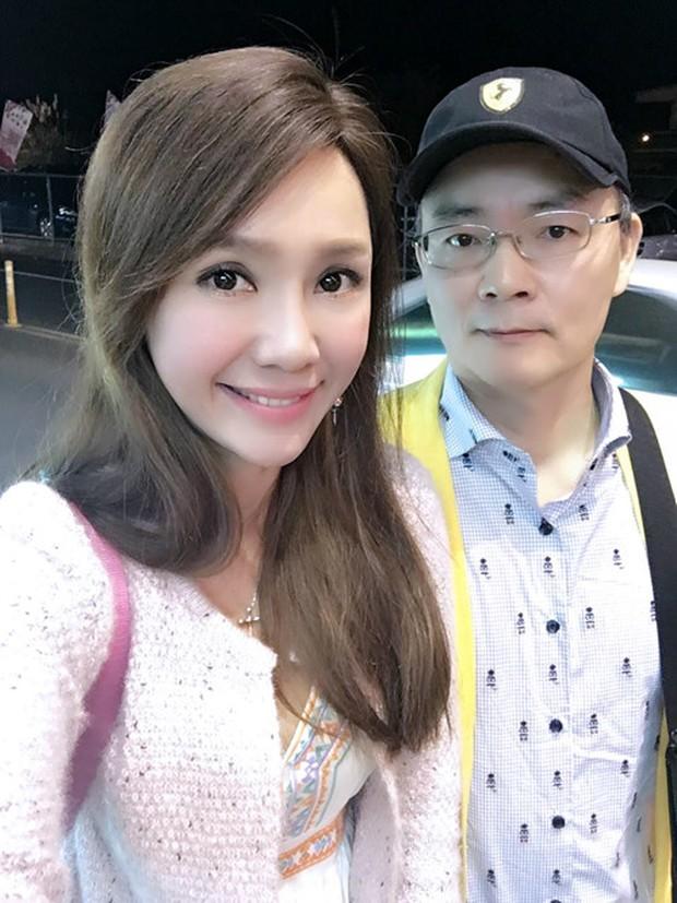 Chồng Helen Thanh Đào: Chấp nhận 18 năm bị gọi là anh trai, bán nhà nghỉ việc để gây dựng sự nghiệp ảo cho vợ - Ảnh 3.