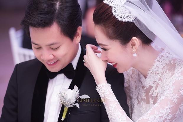 Ảnh đẹp: Đặng Thu Thảo e ấp hôn má chú rể Trung Tín trong ngày trọng đại - Ảnh 5.