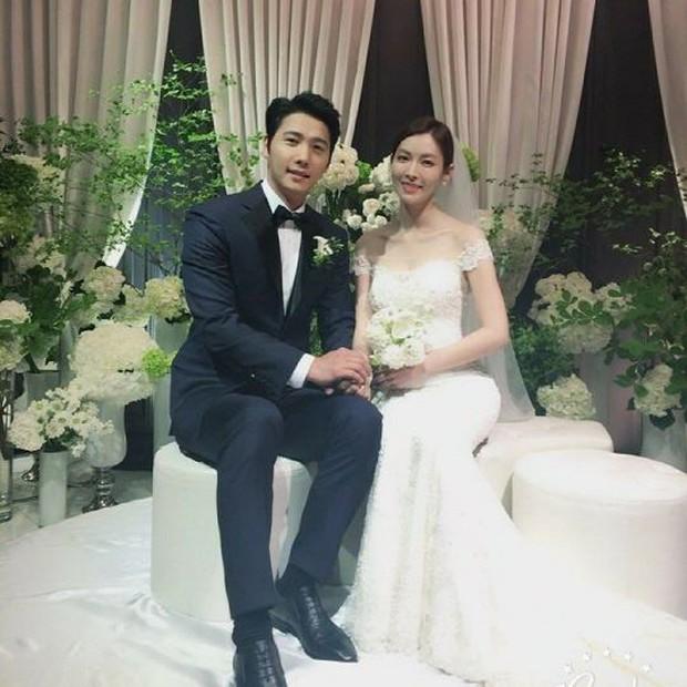 Váy cưới của các mỹ nhân đình đám xứ kim chi: người chi cả tỷ cho hàng hiệu, người diện thiết kế không tên tuổi - Ảnh 15.