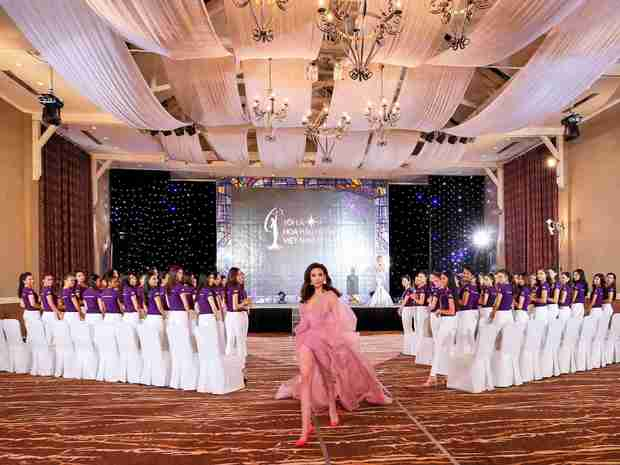 Hoàng Thùy, Cẩm Tiên cực lộng lẫy trong trang phục dân tộc tại HHHVVN - Ảnh 16.