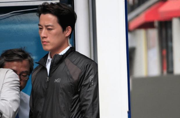 Vệ sĩ đẹp trai như tài tử của tân Tổng thống Hàn Quốc khiến dân mạng đứng ngồi không yên - Ảnh 6.