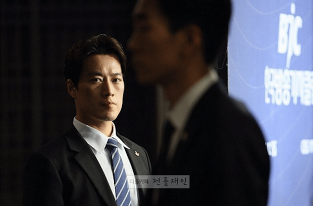 Vệ sĩ đẹp trai như tài tử của tân Tổng thống Hàn Quốc khiến dân mạng đứng ngồi không yên - Ảnh 4.