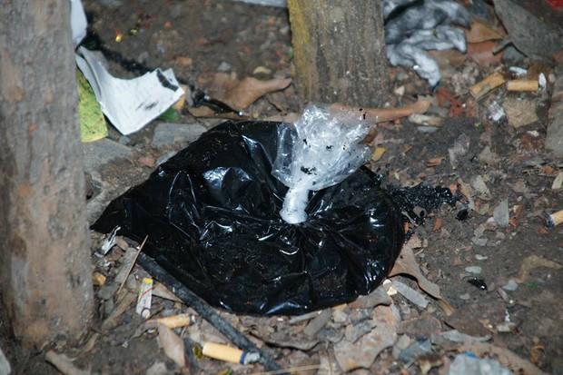 Quán trà sữa của Phạm Hương bất ngờ bị tạt sơn đen đúng ngày khai trương - Ảnh 7.
