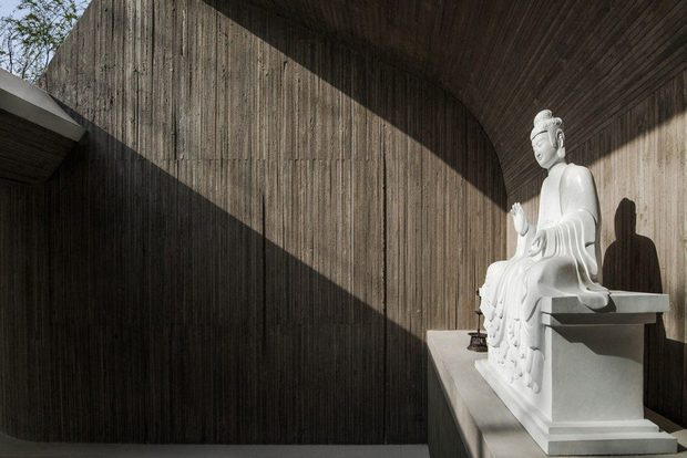 Tạm xa cuộc sống xô bồ, ghé thăm ngôi chùa Phật giáo hiện đại ẩn mình giữa thiên nhiên - Ảnh 17.