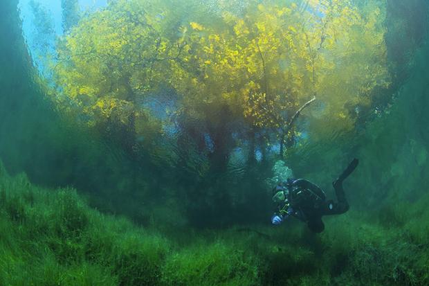 Hồ không đáy Goluboe - bí ẩn chết chóc đáng sợ bậc nhất hành tinh - Ảnh 2.