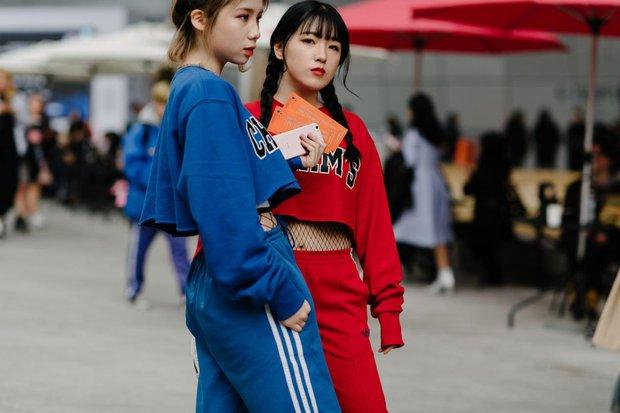 Giới trẻ bị ám ảnh bởi xu hướng, thủ phủ thời trang châu Á Seoul biến thành thiên đường hàng nhái - Ảnh 2.