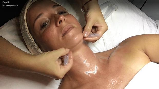 Phương pháp da rồng giá hơn 3 triệu đồng làm da bạn sần sùi, lồi lõm kỳ dị trước khi trở nên hồng hào, căng bóng - Ảnh 2.