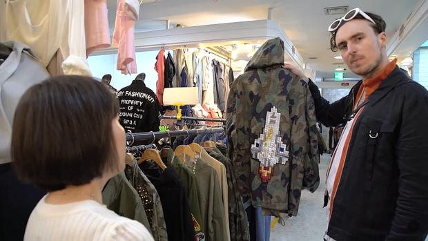 Giới trẻ bị ám ảnh bởi xu hướng, thủ phủ thời trang châu Á Seoul biến thành thiên đường hàng nhái - Ảnh 8.