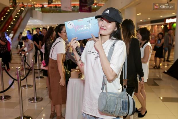Mặc trời mưa, Hiền Sến và Lý Phương Châu vẫn vui vẻ dắt nhau đi xem phim của Ngô Kiến Huy - Ảnh 3.