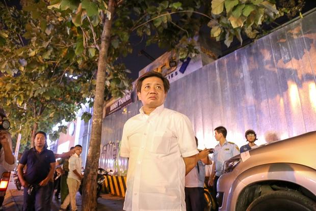 Tiếp tục giành lại vỉa hè ở Sài Gòn: Vừa đi vệ sinh vài phút, tài xế bị Đoàn liên ngành quận 1 phạt 700.000 đồng - Ảnh 2.