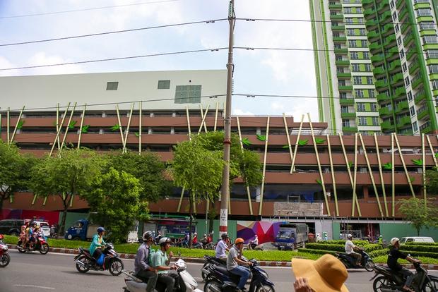 Cao ốc Thuận Kiều Plaza bỏ hoang bỗng lột xác với màu xanh lá nổi bật tại trung tâm Sài Gòn - Ảnh 9.