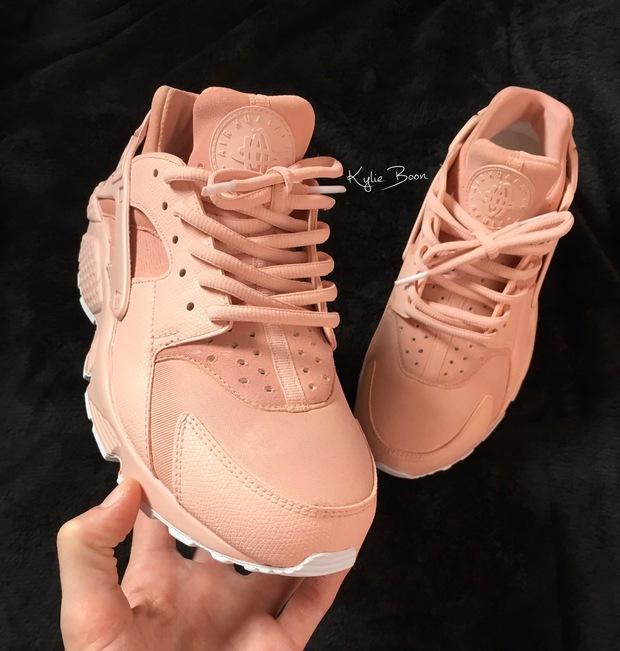 Đoạn clip triệu view về đôi adidas NMD hồng ánh vàng hàng thửa đang khiến các cô nàng phát cuồng - Ảnh 6.