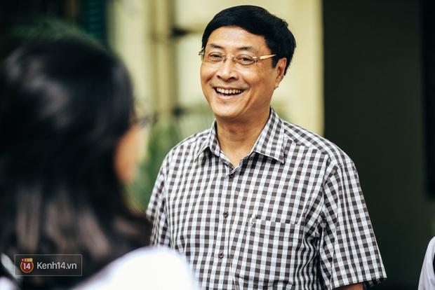 Chỉ còn 1 năm cuối ở Việt Đức nữa thôi, thầy Bình sẽ luôn được học sinh nhớ đến là thầy hiệu trưởng vui vẻ nhất Hà Nội! - Ảnh 1.