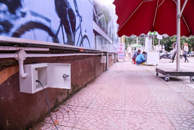 Người dân bắt đầu bán thử nghiệm tại phố hàng rong có sử dụng vỉa hè đầu tiên ở Sài Gòn - Ảnh 3.