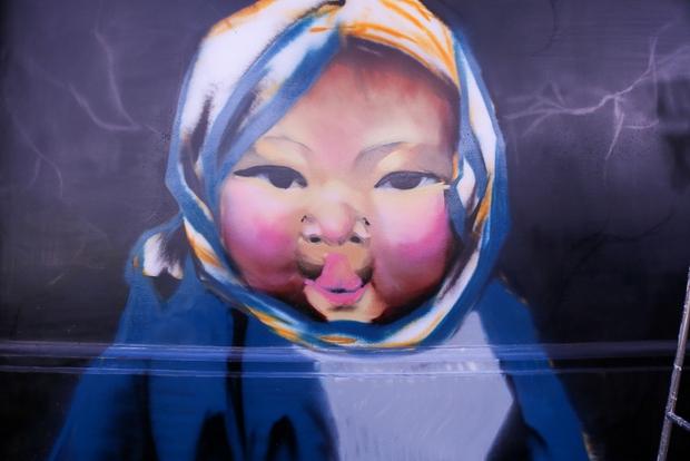 Em bé người dân tộc H.Mông ở Sa Pa cũng được tái hiện qua nét vẽ sinh động, hút người xem nhờ sự lém lỉnh và dễ thương.
