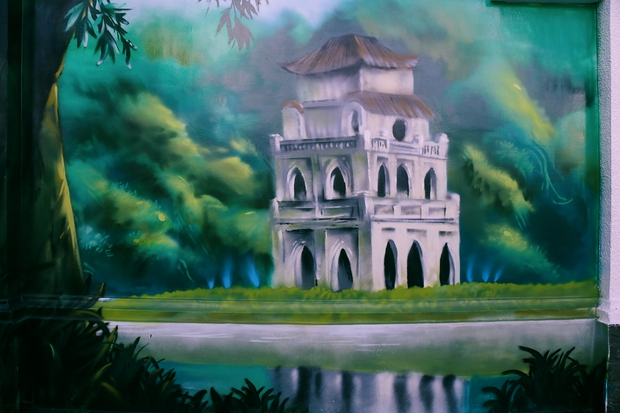 Hồ Gươm ở Hà Nội được tái hiện tại Sài Gòn qua nét vẽ của 2 họa sĩ trẻ.