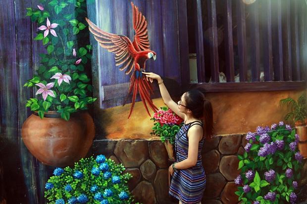 Nhờ những bức tranh bích họa 3D phát sáng, làng chài nghèo được khoác lên mình diện mạo mới - Ảnh 6.
