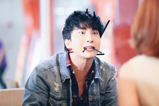 Bị chê lạnh lùng, Mối tình đầu của tôi tung ảnh B Trần nhí nhố chả kém gì Siwon - Ảnh 1.