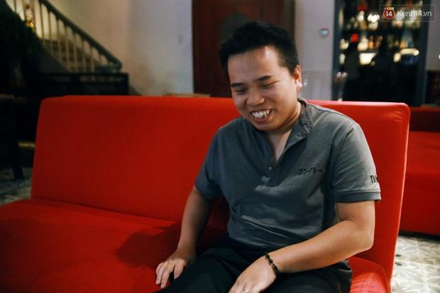 Chuyện chưa kể về nhân viên khiếm thị trong nhà hàng bóng tối ở Sài Gòn: Cô không có đôi mắt đẹp như các con đâu nha... - Ảnh 4.