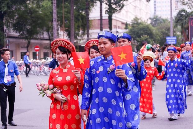 Chú rể bật khóc vì hạnh phúc trong Lễ cưới tập thể của 100 đôi uyên ương ở Sài Gòn - Ảnh 7.