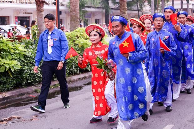 Chú rể bật khóc vì hạnh phúc trong Lễ cưới tập thể của 100 đôi uyên ương ở Sài Gòn - Ảnh 6.