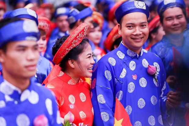 Chú rể bật khóc vì hạnh phúc trong Lễ cưới tập thể của 100 đôi uyên ương ở Sài Gòn - Ảnh 13.