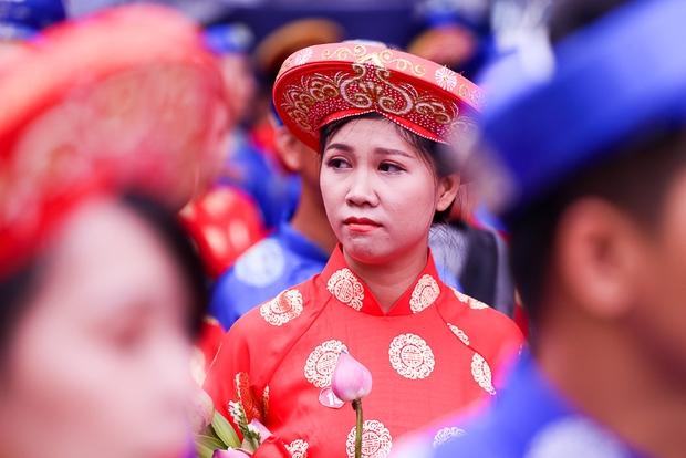 Chú rể bật khóc vì hạnh phúc trong Lễ cưới tập thể của 100 đôi uyên ương ở Sài Gòn - Ảnh 12.