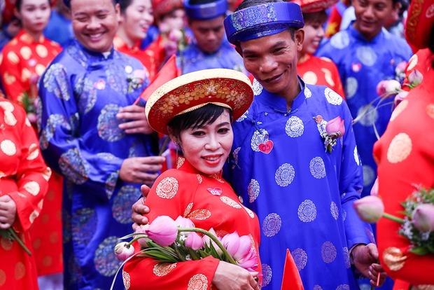 Chú rể bật khóc vì hạnh phúc trong Lễ cưới tập thể của 100 đôi uyên ương ở Sài Gòn - Ảnh 14.