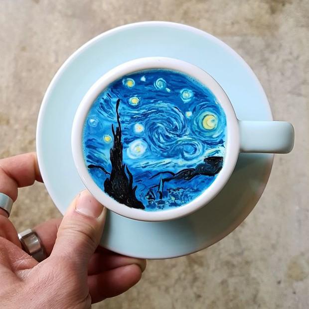 15 bức tranh tuyệt đẹp được vẽ trên tách cà phê - Ảnh 2.
